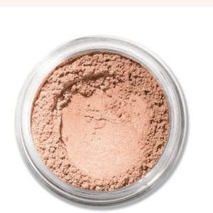 BareMinerals highlighting powder in PURE RADIENCE